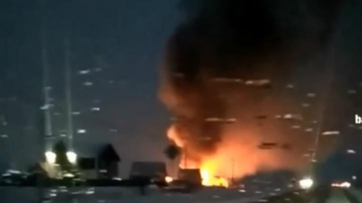 В Иглино полыхает частный дом: очевидцы рассказали о крупном пожаре под Уфой