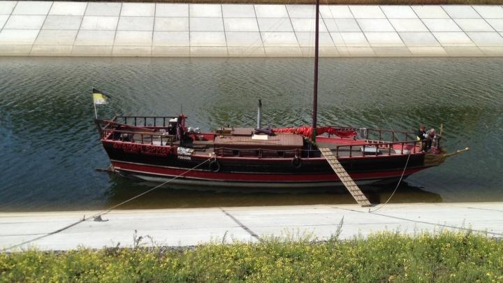 В Новосибирск приплыл казачий корабль с Ермаком на носу