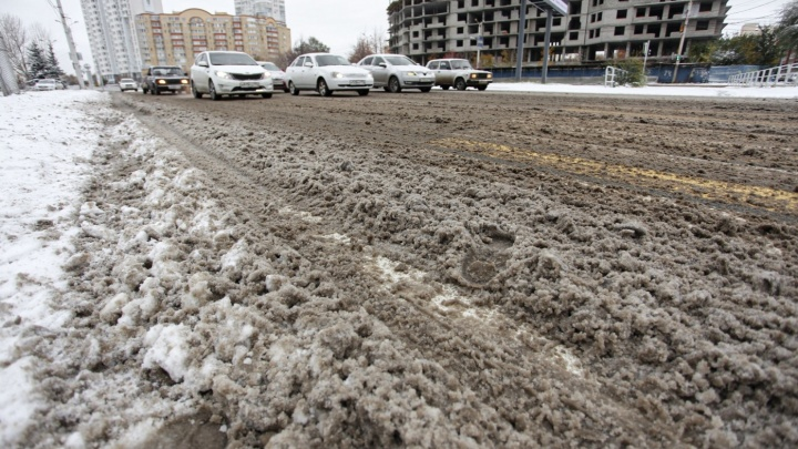 Дорожники будут меньше использовать противогололёдные смеси на челябинских улицах