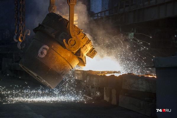 Предварительно, причиной возгорания стал разлив раскалённого металла