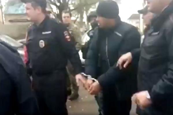 Подозреваемого в поджоге жилого дома в Ростове задержали силовики