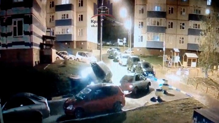 «Шуганулся как от БелАЗа»: водитель «Волги» попал в глупую ситуацию во дворе, пропуская иномарку