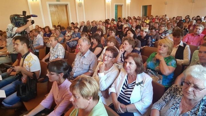 «Вы сделали все, чтобы развалить сельскую школу»: сельские учителя встретились с чиновниками