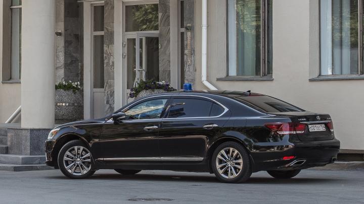 Власти Новосибирской области заказали за полмиллиона такси для депутатов Госдумы