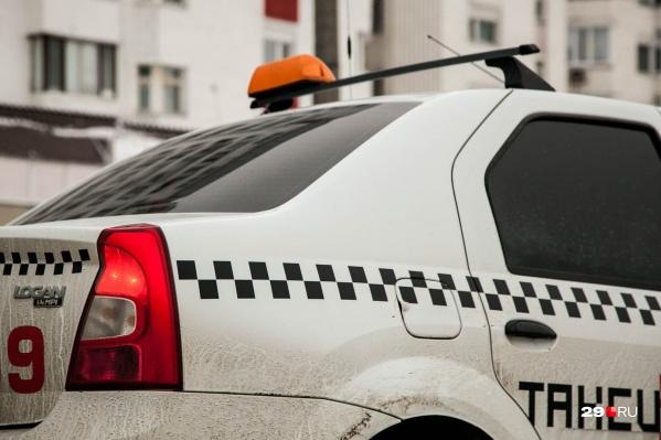 Подозреваемый ударил таксиста ножом в спину и голову