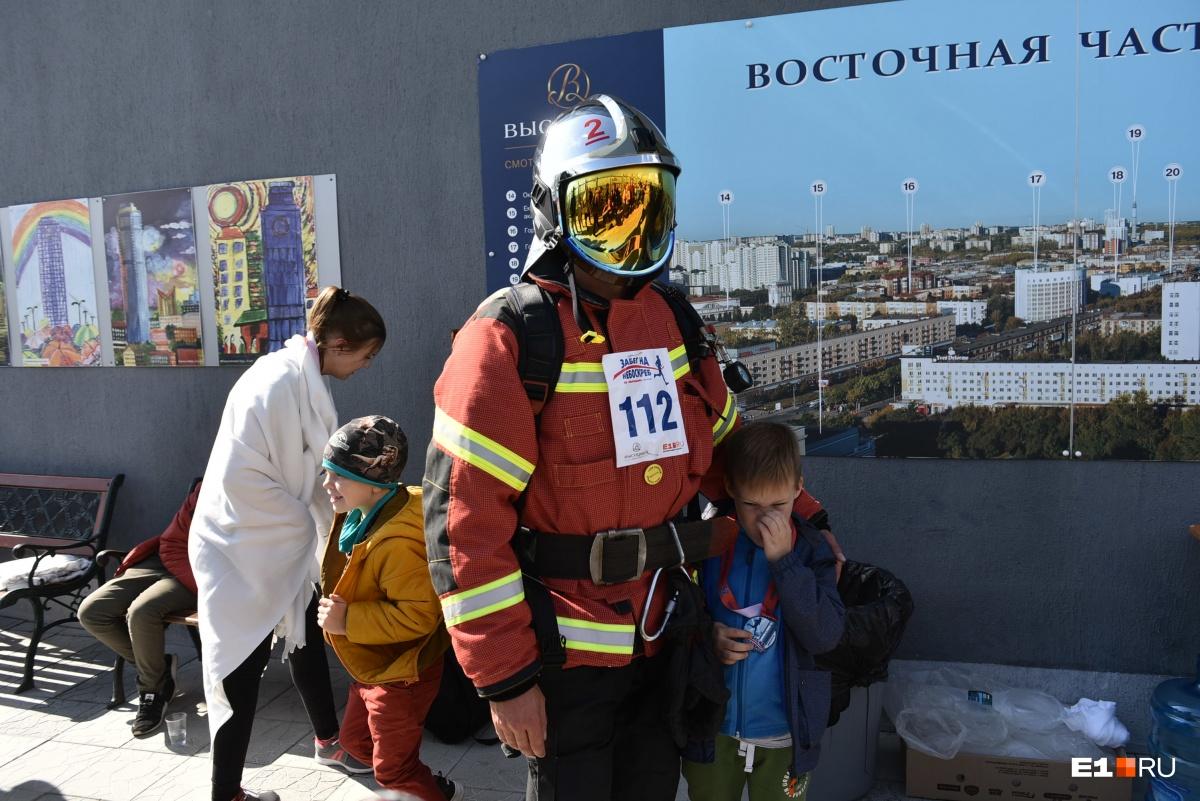 Пожарный Антон бежал в экипировке