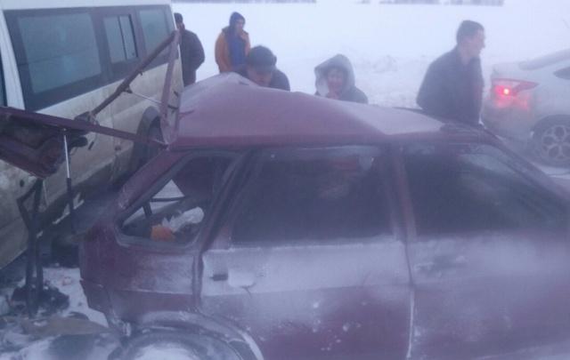 В Башкирии водителя «девятки» смял автобус Ford