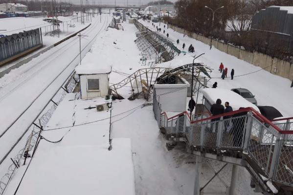 Крыша не выдержала тяжести снега