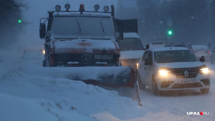 Снежный апокалипсис: Уфу сковали десятибалльные пробки