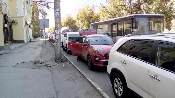 В Самаре на улице Победы запретят парковать машины