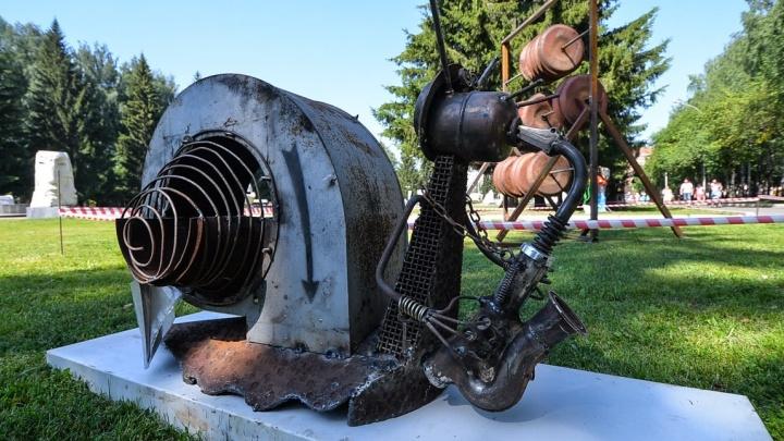 Гигантская улитка с саксофоном из металлолома: смотрим новые работы фестиваля фантастических скульптур в ЦПКиО