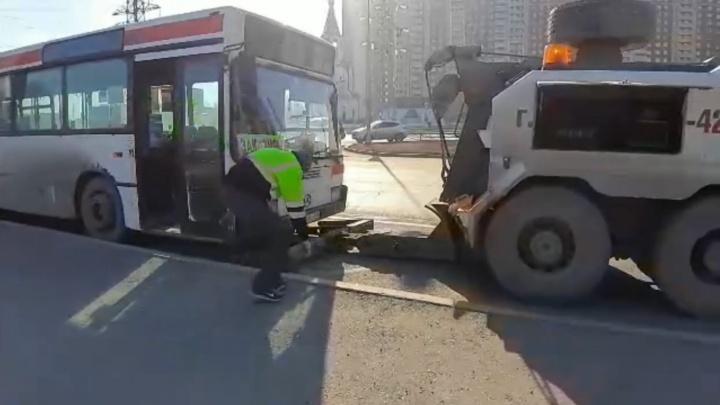 В Перми автобус нелегального маршрута 98Т арестовали за долги владельца