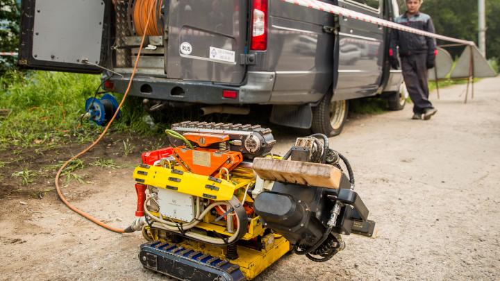 Вкалывают роботы: энергетики доверили проверку теплосетей милому устройству на гусеницах (фото)
