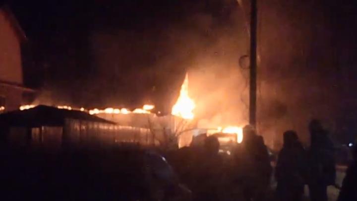 В Уфе прямо в гараже сгорели «Газель» и Citroen