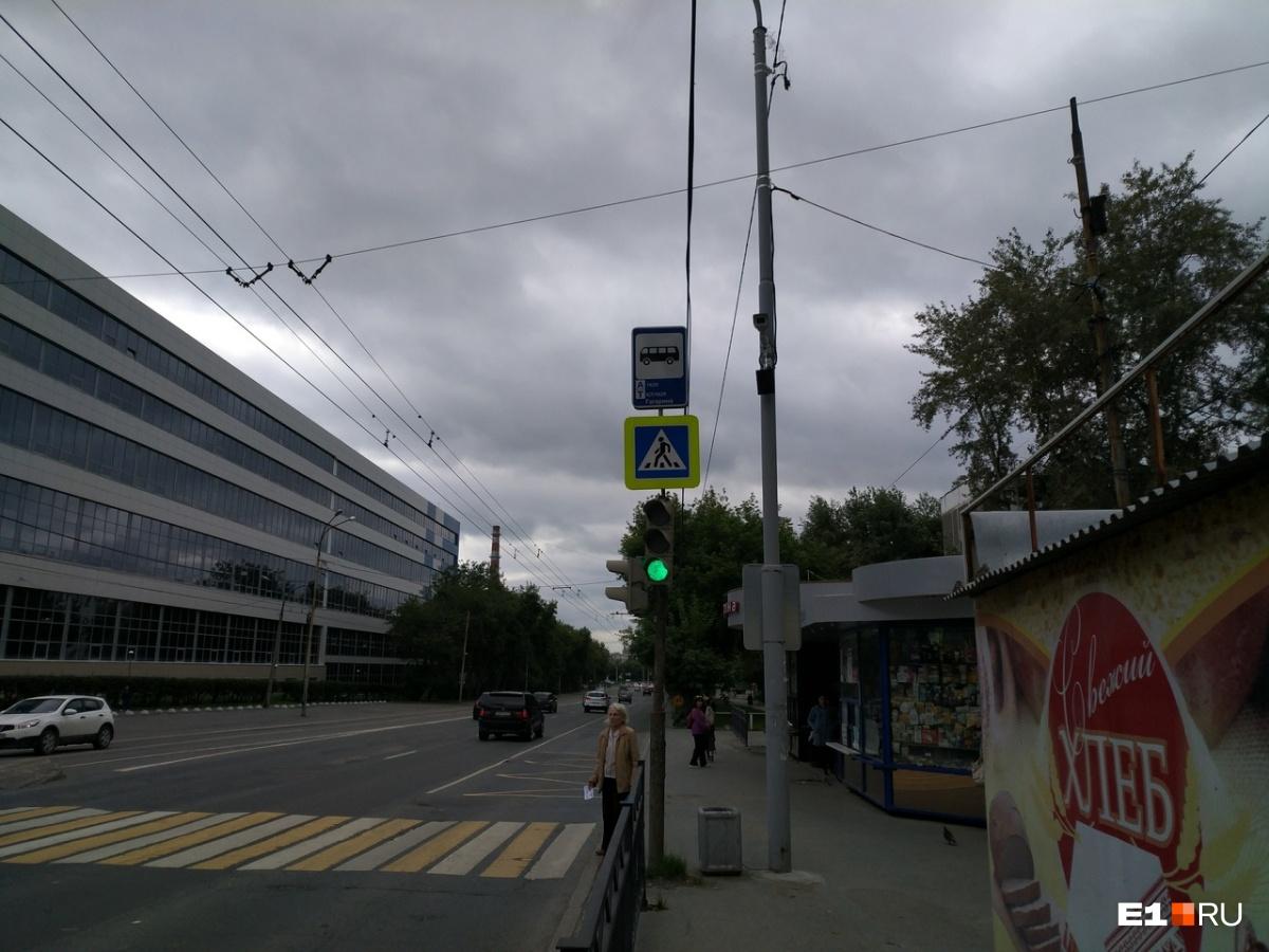 В центре Екатеринбурга новые камеры будут ловить тех, кто ездит по выделенным полосам для автобусов