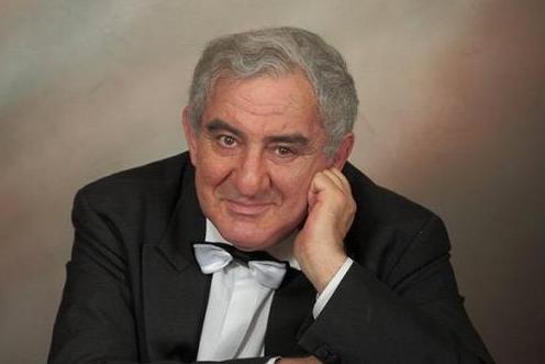 В Европе его называют апостолом культуры: в Новосибирске выступит легендарный пианист и скрипач
