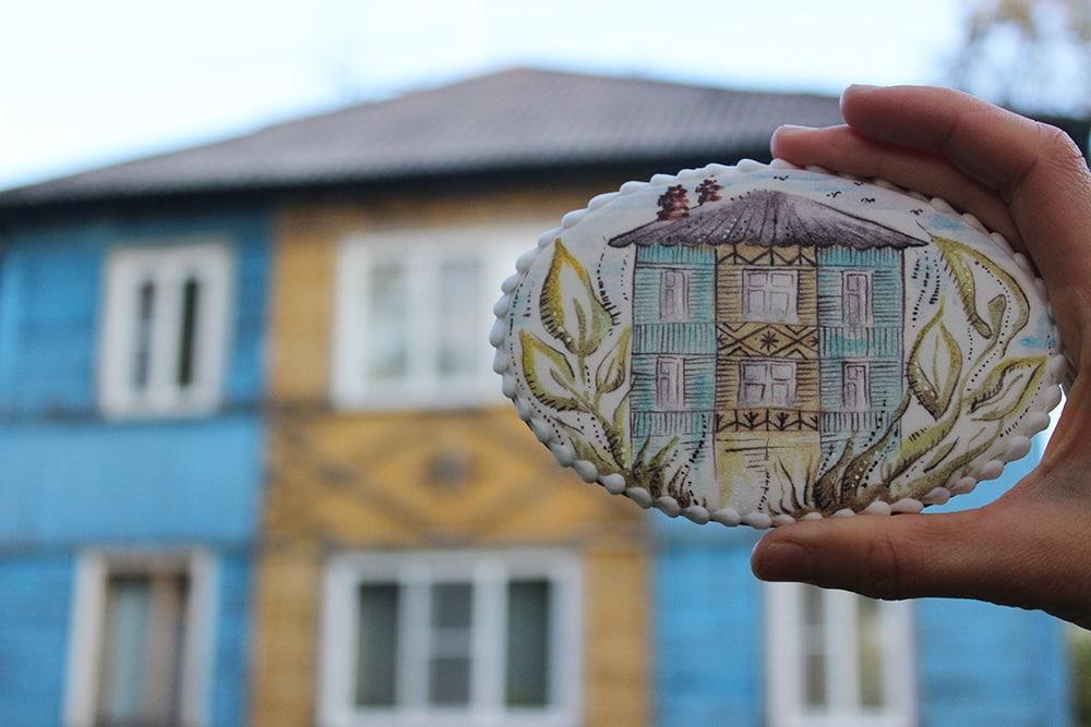 На пряниках девушки появлялись и архангельские деревянные дома