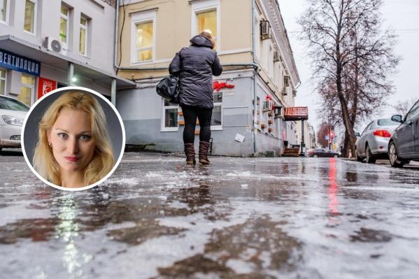 Пермяки сегодня ходят осторожно, ведь все тротуары покрыты льдом