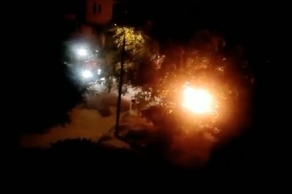 Пожарные потушили горевшие машины за 10 минут