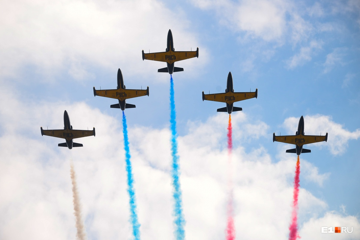 В Верхней Пышме пилотажная группа показала аэрошоу