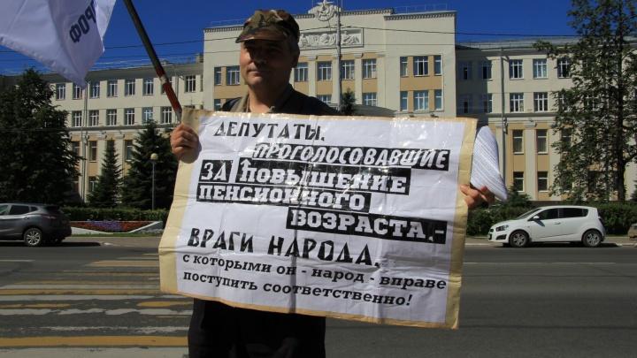 Молчание — золото? Областные единороссы не хотят обсуждать пенсионную реформу
