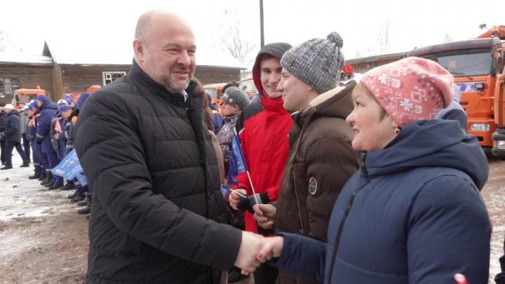 Губернатор Игорь Орлов заявил, что в Красноборском районе надо бороться с борщевиком