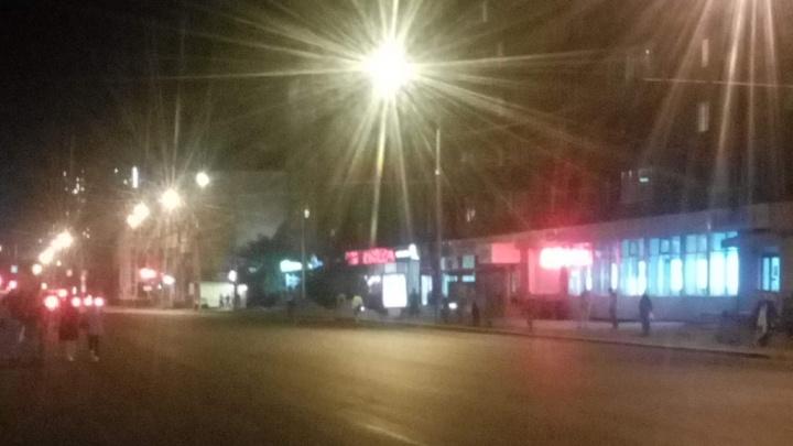 Толпа желающих уехать собирается по вечерам на «Агропроме», где больше нет автобусов