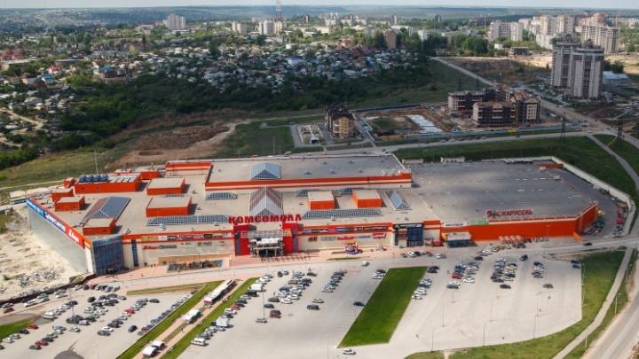 «КомсоМОЛЛа» больше нет: в Волгограде с торгового центра демонтируют гигантские буквы