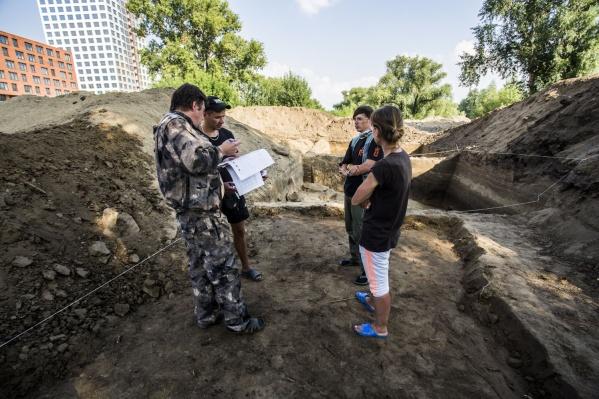 Археологи на месте древнего поселения