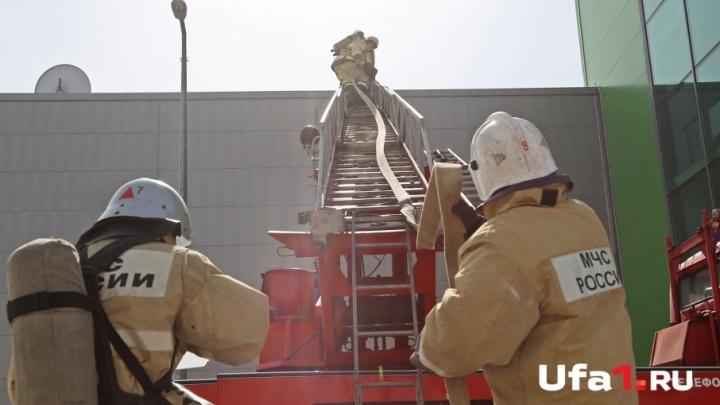 В Уфе из-за нарушений пожарной безопасности закрыли торговый центр и спорткомплекс