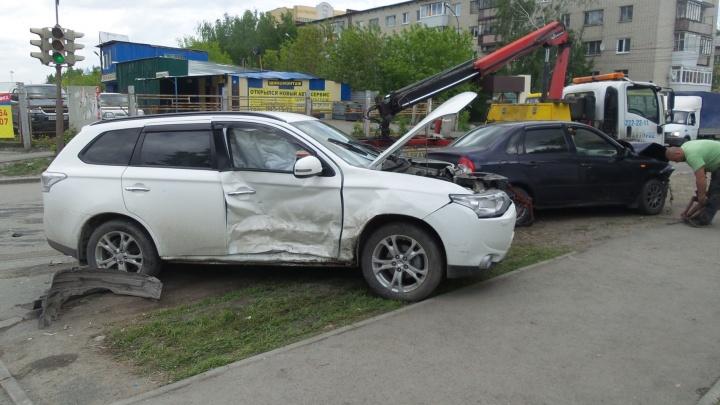 Женщина на Mitsubishi Outlander спровоцировала массовую аварию на Вторчермете