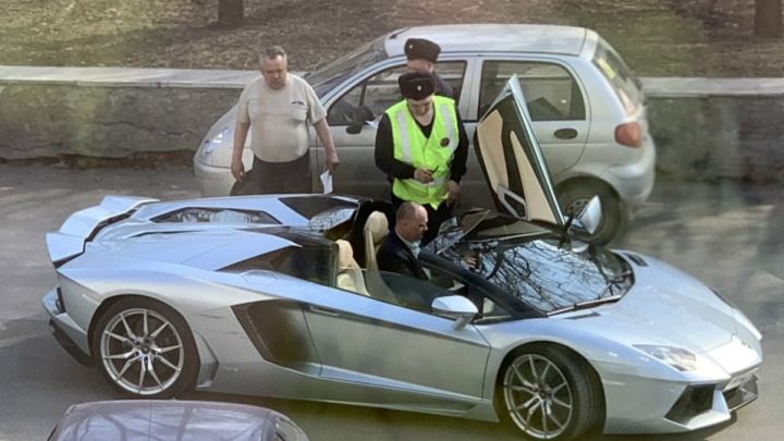 Lamborghini владельца ЧЭМК попал в ДТП в центре Челябинска