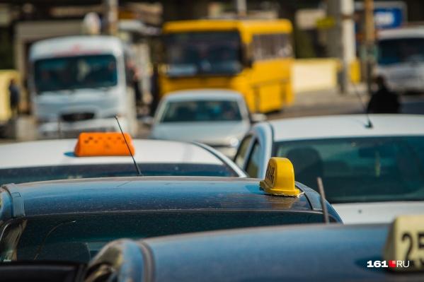 Конфликт произошел из-за нарушения ПДД таксистом