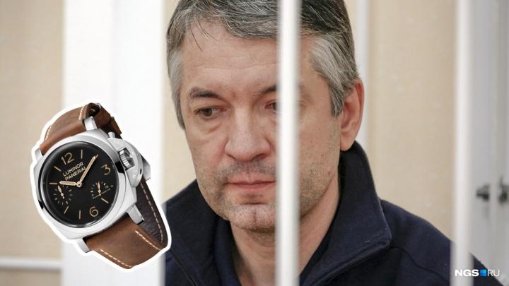 Найденные у чиновника-взяточника наручные часы продали за 1,2 миллиона