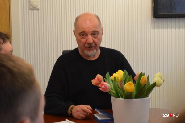 Рюне Рафаельсен бывал в Архангельске, считает его «очень русским городом», в отличие от «советского Мурманска»