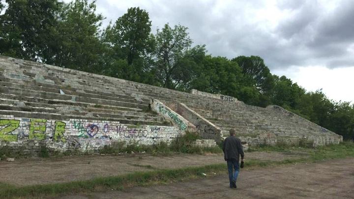 Ярославцы пытаются попасть к мэру, чтобы спасти стадион «Красный перекоп». А он отменяет встречи