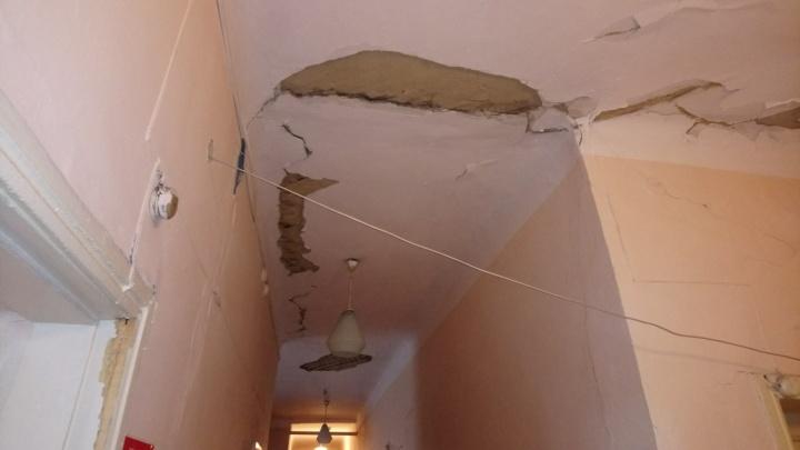 «Раздался жуткий грохот»: в поликлинике под Челябинском обвалился потолок