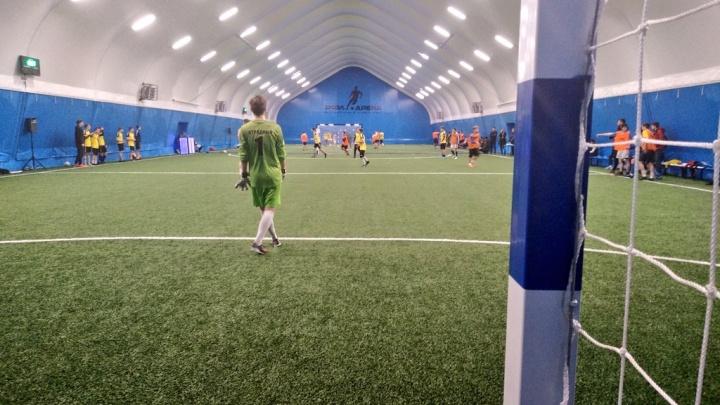 Два поля: в Самаре на Московском шоссе открыли крытый футбольный манеж