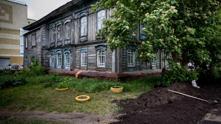Жителей дома на Октябрьской заставляют брать в аренду квартиры — они подали в суд