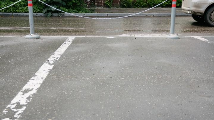 На улице Дыбенко снесли две нелегальные автостоянки