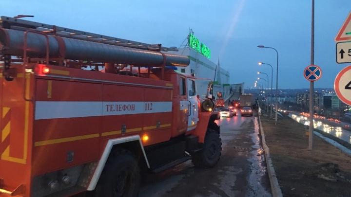 600 человек оказались на улице — в Уфе эвакуировали «Леруа Мерлен»