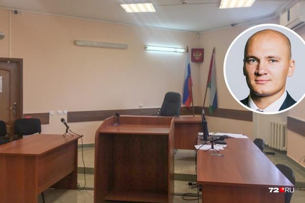 В суде сегодня успели выслушать единственного пришедшего свидетеля Никиту Кышко. Он рассказал, почему стал выбивать из рук нападающего пистолет