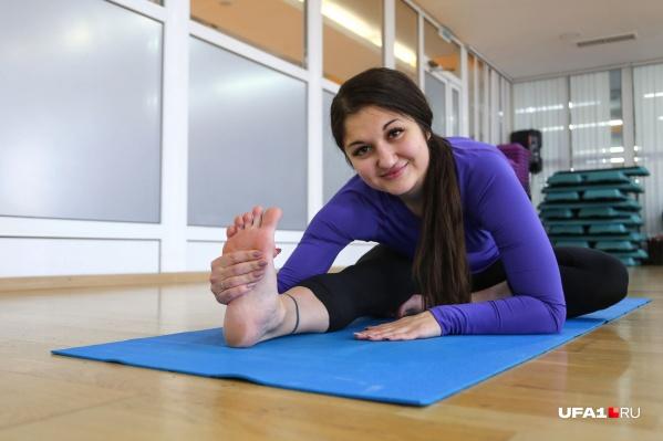 Алина Насырова показала упражнения, которые под силу каждому