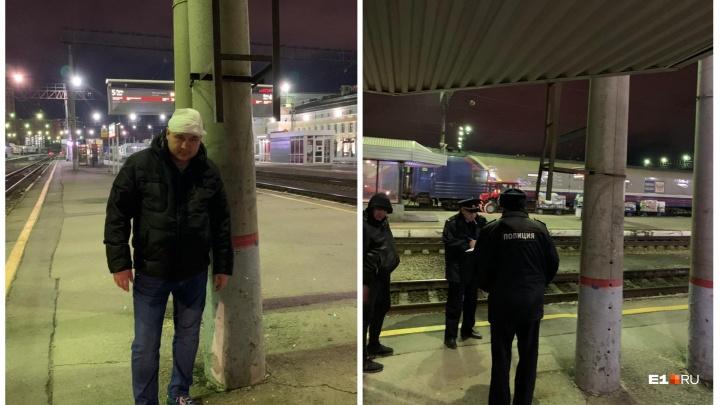 На ж/д вокзале Екатеринбурга мужчина разбил голову о лестницу, стоящую на уровне человеческого роста