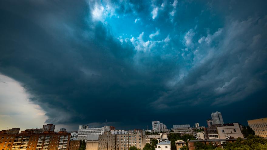 Ливень и сильный ветер: штормовое предупреждение объявили в Ростове на три дня