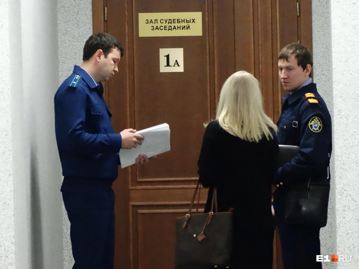 Следователь и прокурор настаивали, чтобы мужчину оставили в СИЗО. Их доводы остались неизвестны, поскольку заседание закрыли от прессы. Публичным было только оглашение решения