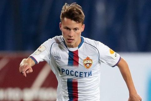 Олейников также играл за воронежский клуб «Факел»