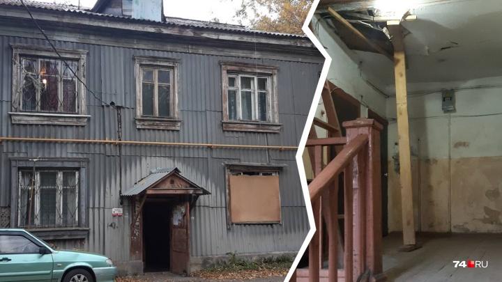 Расселят в 2025-м: жильцы убитого барака в Челябинске запаниковали из-за отключения света и тепла