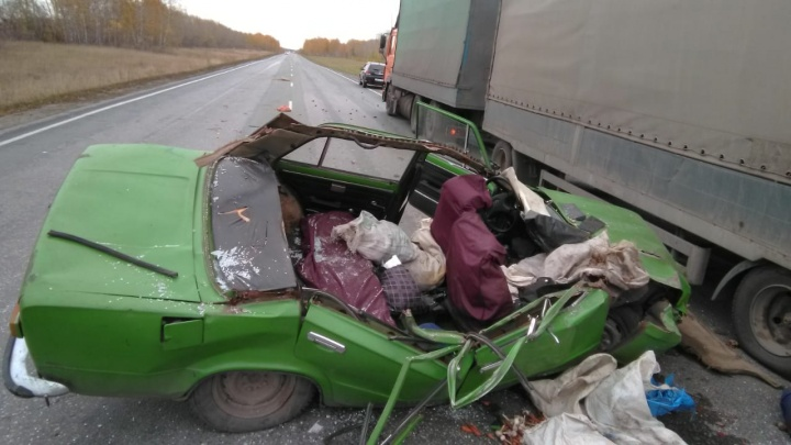 Пенсионер на ВАЗе сбил водителя фуры на трассе под Новосибирском