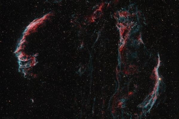 Туманность Вуаль настолько большая, что её панорама сделана из двух частей